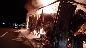 Kırklareli'nde kağıt havlu taşıyan TIR yandı