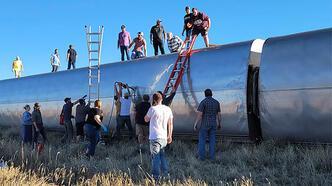 Yolcu treni raydan çıktı: En az 3 ölü!