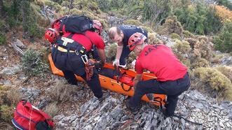 Korku dolu anlar! Tekli uçuş yapan Rus pilot kayalıklara düştü