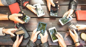 Akıllı telefon sektöründe liderlik yarışının kazananı; Samsung mu Apple mı?