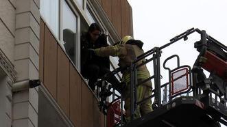 Esenler'de yangın; üst katlarda mahsur kalan 10 kişi kurtarıldı