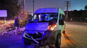 Kargo kamyonuyla işçi servisi çarpıştı: 5 yaralı