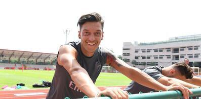 Kick it outtan Mesut Özile destek