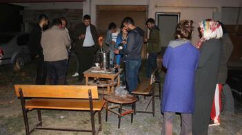 24 saatte 13 deprem! Geceyi sokakta geçirdiler