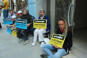 İBB'den çıkarılan işçiler CHP İstanbul İl Başkanlığı önünde oturma eylemi başlattı