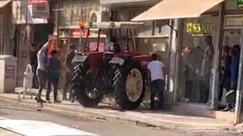 Şanlıurfa'da inanılmaz olay! Traktörle husumetlisinin iş yerine girdi