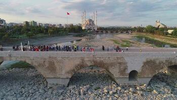 Dünyanın en eski köprüsünde karşı karşıya geldiler!