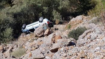 Kontrolden çıkan otomobil dere yatağına uçtu: 5 yaralı