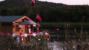 Gören bir daha bakıyor! Riva Deresi'nde yüzen ev