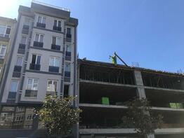Evlerinin yanındaki inşaat salon duvarını patlattı!