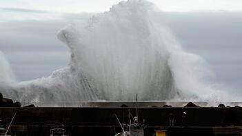 Deprem tayfunla geldi!