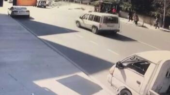 Pendik'te otomobil durağa daldı: 4 yaralı