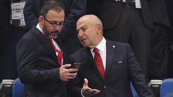 Bakan Kasapoğlu ve TFF Başkanı Özdemir'in büyük heyecanı