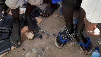 Bir kez daha zincirli köleler bulundu!