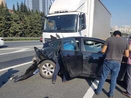 TEM'de feci kaza! 3 şerit trafiğe kapandı