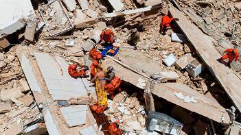 7 katlı bina çöktü 9 kişi enkaz altında