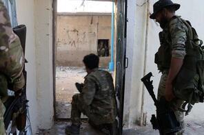 Teröristler kaçacak yer arıyor! Köy köy mücadele...
