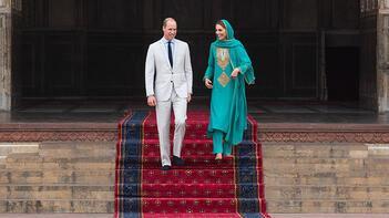 Kraliyet gelini Kate başörtü taktı, Kur'an dinledi