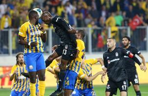 Beşiktaş'ta Galatasaray öncesi Burak Yılmaz şoku!