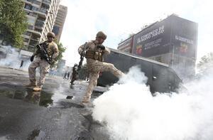 Ve ordu sokağa indi: Ülke en zorlu döneminden geçiyor!
