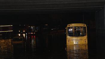 15 dakika yetti! 'Su arabanın boyunu aştı'