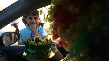 Cam silen çocuğa unutulmaz doğum günü sürprizi