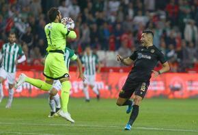 Serkan Kırıntılı futbol tarihine geçti!