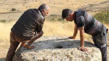 Tarlada gömülü 150 yıllık değirmen taşı bulundu
