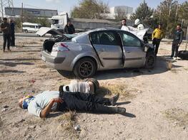Korkunç kaza! Yaralılar refüje saçıldı