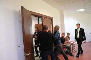 Denizlispor Yönetimi'nin basın toplantısına silahlı kişilerce baskın girişimi
