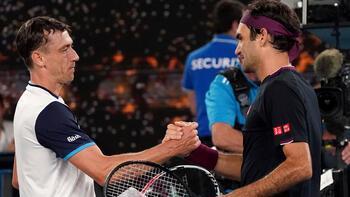 Avustralya Açık'ta Tsitsipas elendi, Federer sürprize izin vermedi