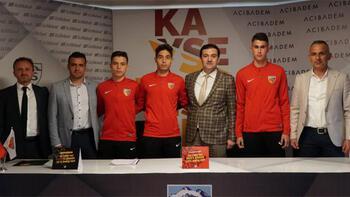 Kayserispordan 3 futbolcuya profesyonel sözleşme