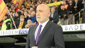 Hikmet Karaman canlı yayında soruları yanıtladı: 'Bu ortamda futbol oynanmaz!'
