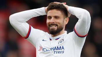 Chelsea, Fransız forveti Giroud'un sözleşmesini uzattı
