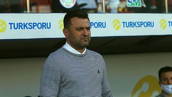 Cüneyt Çakır'dan Bülent Uygun'a kırmızı kart hediyesi!