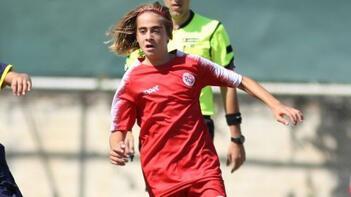 Antalyaspor, 15 yaşındaki Emre Uzun'la profesyonel sözleşme yaptı