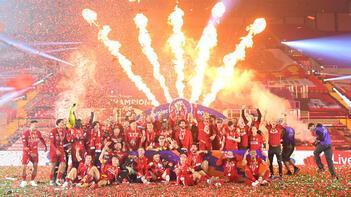 Premier Lig şampiyonu Liverpool kupasına kavuştu!
