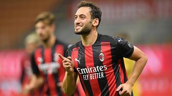 Milan, Hakan Çalhanoğlu'nun sözleşmesini uzatıyor!
