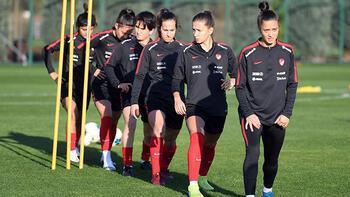 A Milli Kadın Futbol Takımı hazırlıklarını sürdürdü