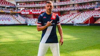 Podolski: Bu değerli forma için sonuna kadar savaşacağım