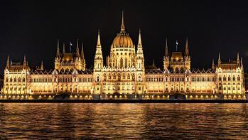 Dünyanın en görkemli yapılarından Macaristan Parlamento Binası