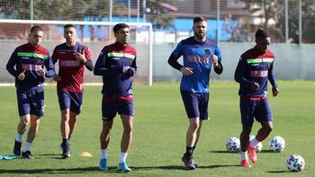 Antalyaspor, Erzurumspor karşısında ilk peşinde