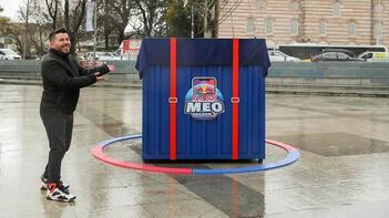 Red Bull M.E.O. için Air Drop Beşiktaş'a indi