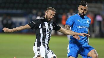 Son dakika - Beşiktaşta sakatlanan Cenk Tosun sedye ile oyundan çıktı
