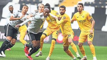 Beşiktaş'ta sınırdakiler kart görmedi