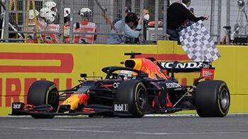 Formula 1'de olaylı yarışı Verstappen kazandı