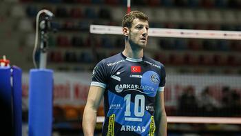 Efeler Ligi ekibi Arkas Spor'da kaptan Mustafa Koç takımdan ayrıldı
