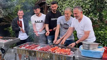 """Adana Demirsporlu futbolcular iftarda mangal yaktı: """"Şampiyonluk ateşini yaktık"""""""