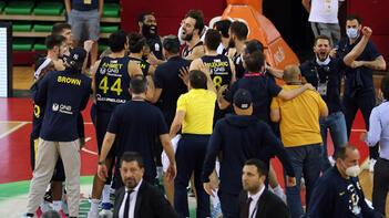 Son dakika - Fenerbahçe Beko, Pınar Karşıyaka'yı devirip finale çıktı