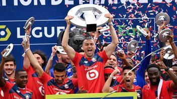 Burak Yılmaz, Lille'de sezonun futbolcusu seçildi
